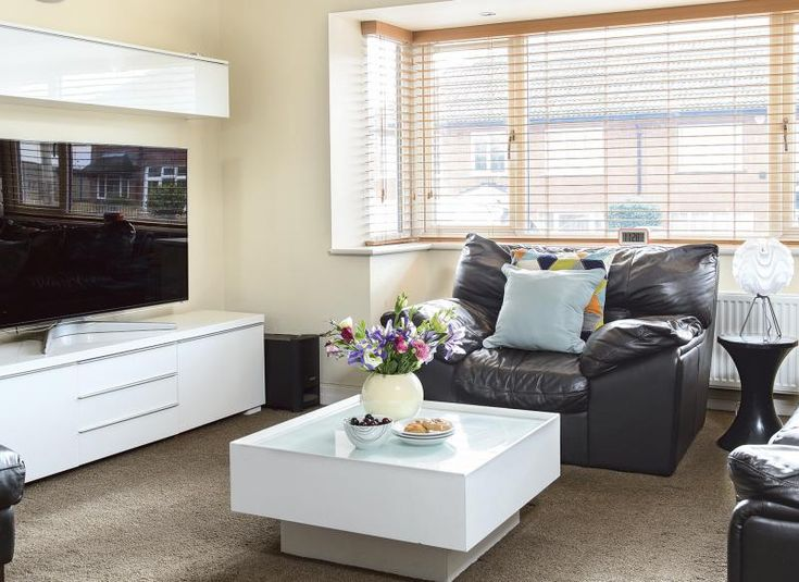 Living room with leather seats and white gloss furniture