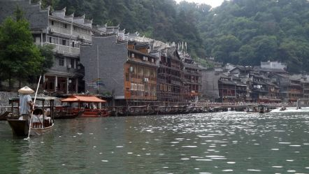 Fenghuang – A town on the river