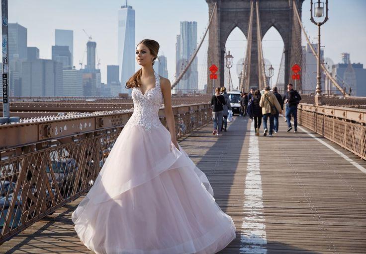 FILOMENA Koronkowy gorset sukni ślubnej Madeline Gardner Tiulowa spódnica o kroju litery A z falbaną, dodającą sukni nietuzinkowego stylu. Dekolt …