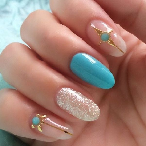 This manicure you can do by gelling nails under the UV lamp, or simply in your own home with three shades of nail polish: blue, white glitter nail polish and nail polish colorless. With a couple of zircons enrich manicure and enjoy!