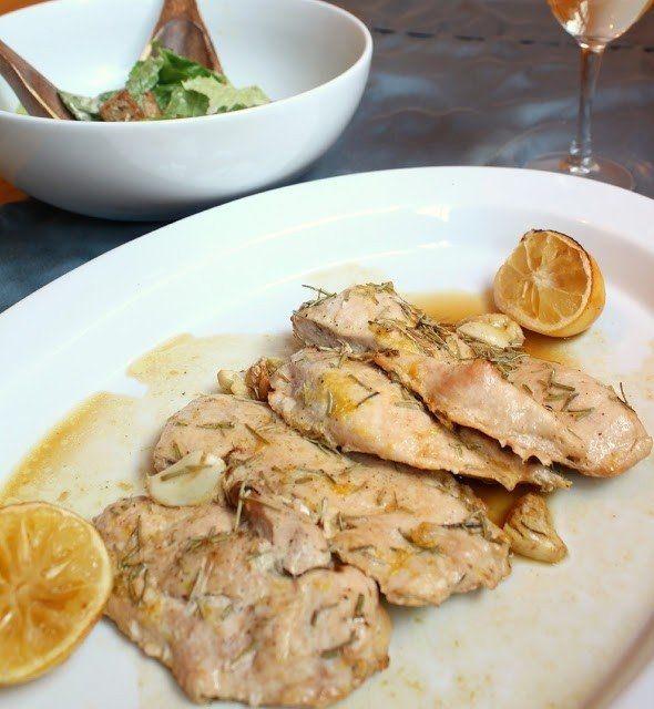 Фото к рецепту: Курица, запеченная с чесноком