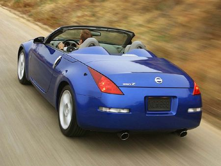 NISSAN 350Z Roadster - The Nissan 350Z Roadster has a base in Europe a long time coming, for he was first available in the U.S. only. The core element of the Nissan 350Z Roadster is its semi-automatic soft top.