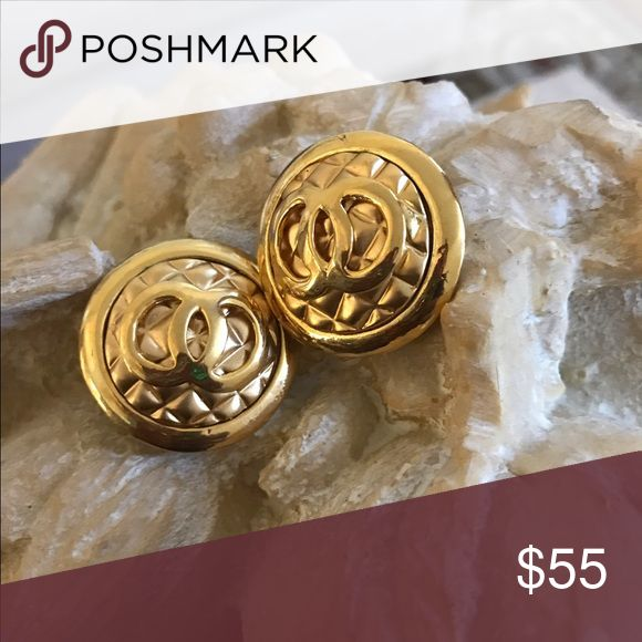 Earrings Gold Round CC logo. Quilted pattern Earrings. Gold CC logo. Medium size. Quilted pattern. Fashion Jewelry Earrings