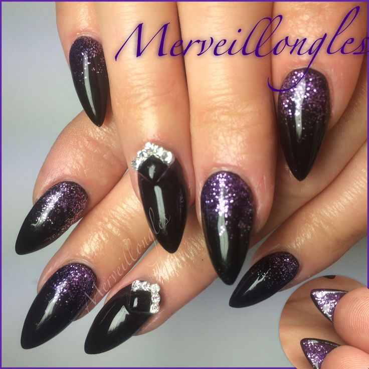 Gel uv thermo et black strass Swarovski pose aux chablons .
