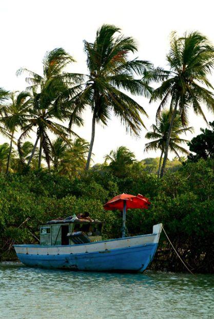 Nada como uma sombrinha no Rio Trancoso… lugar cheio de paz e traquilidade!