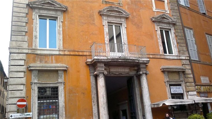 This 2 bedrooms apartment in Piazza Santi Apostoli, Rome Historic Centre is now on the market. Contact us today to arrange a viewing.