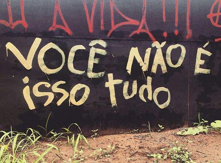 UFMG, MG. Foto enviada por @thainaracastro_ #olheosmuros #artederua #arteurbana #ufmg #mg #uai #streetart #autoestima #streetart #poesiaderua #muro http://ift.tt/2jooDbs