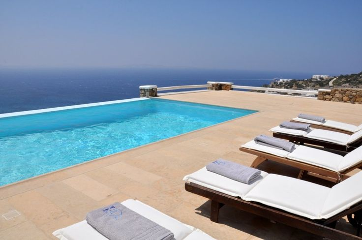 Above all, the main highlight of our luxurious villa is the infinity pool overlooking the Aegean Sea and in particular, the preserved bay of Houlakia, the Kanalia and Ornos area and in the background the infamous Delos island. In clear atmosphere days guests may observe the view over Tinos and Syros islands as well.