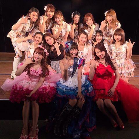 0401 2期生10周年記念公演💚 行きたかったけど外れてしまいました😂 これで 宮澤佐江、梅田彩佳、小林香菜含めAKB482期生のアイドル人生が終わりました😂😭 みんな最後の所属チームは違うものの同じ日にデビューして同じ日に卒業できたのすごい嬉しい❤️ 2期生ずっと大好きです。 今日からそれぞれ違うみちへ ・ #AKB48#SKE48#NMB48#SNH48#2期生#AKB482期生#宮澤佐江#小林香菜#梅田彩佳#卒業#大島優子#秋元才加#野呂佳代#大堀恵#河西智美#松原夏海#奥真奈美#倉持明日香#近野莉菜#元祖TeamK#チームK#大好き