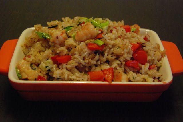 Smażony ryż z krewetkami i bazylią