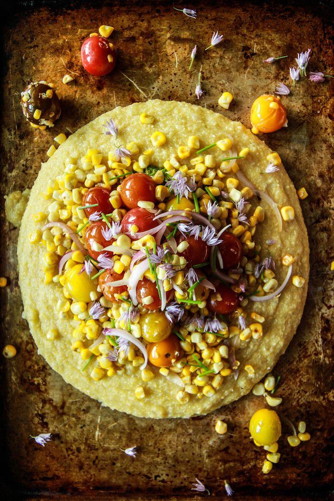 Weiche Polenta mit Mais und Tomaten und Pesto- vegan und glutenfrei HeatherChristo.com