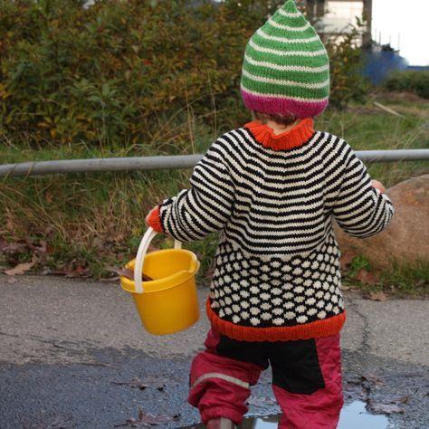 Jeg strikkede sidste år en Nørgaard-lookalike-trøje til en lille pige, jeg kender. Og jeg har følt mig lidt misundelig på den siden. Så i s...