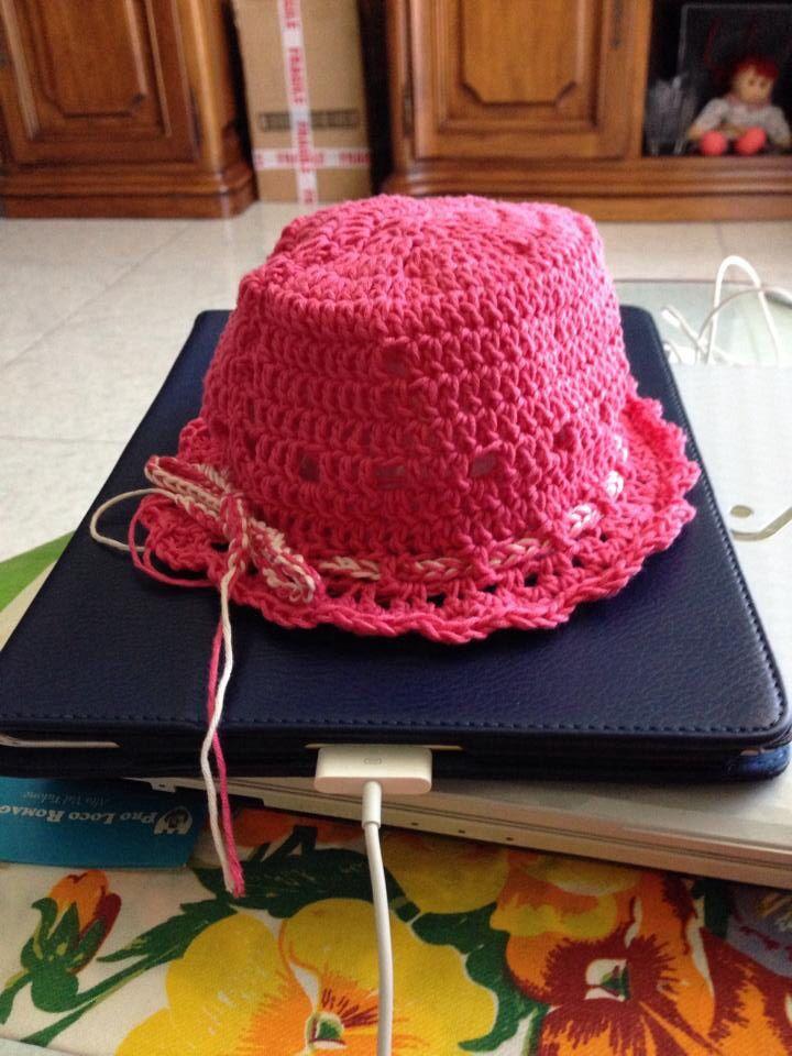 Cappellino creato x una bimba di 5 mesi