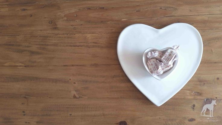 A white ceramic platter plate perfect for serving snacks.  290mm l x 280mm w x 55mm h #homedecor #ceramic #heart