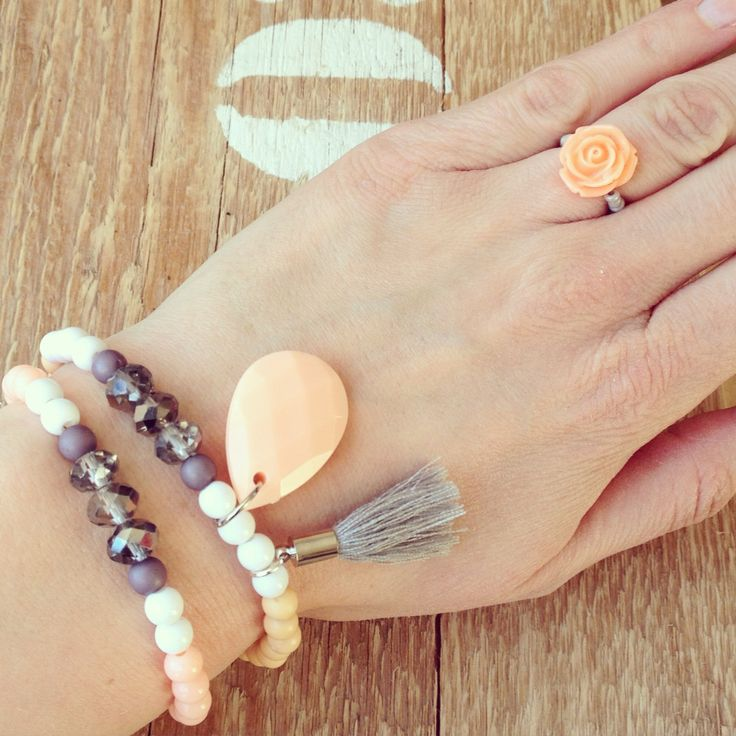 Armbandjes en ring peach labelbysimoon
