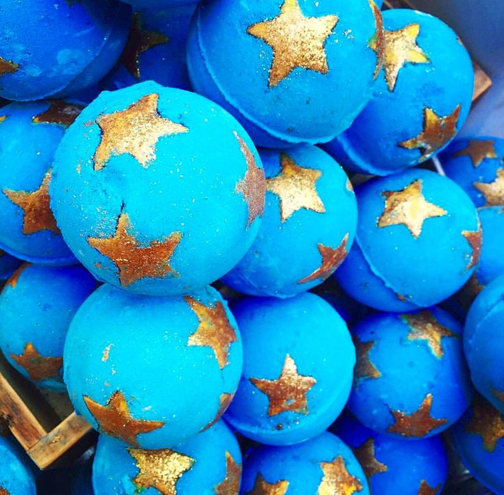 Shoot for the Stars Ѕнєℓℓу Limited edition LUSH Bath bomb for Christmas 2016.