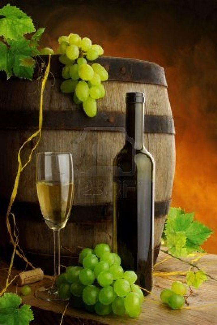-el-vino-blanco-y-antiguo-de-los-bodegones-de-barril.