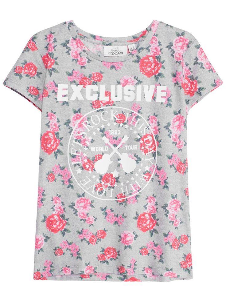 Letar du efter topp till barn? Hos KappAhl hittar du en grå topp med rosa heltäckande blomprint & tryck framtill. Shoppa online & i butik hos KappAhl!
