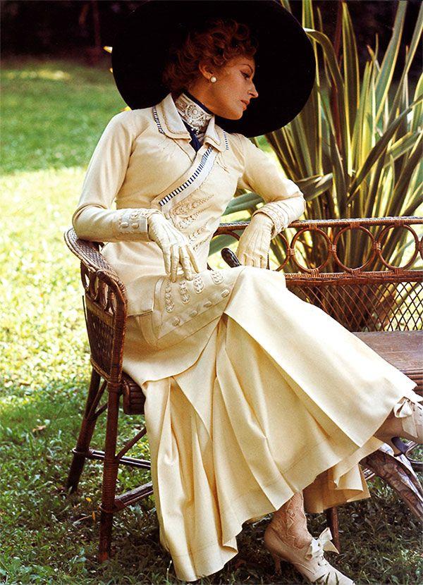 """Silvana Mangano con traje color marfil en """"Muerte en Venecia"""" (1971). Vestuario diseñado por Piero Tosi."""