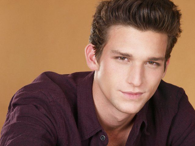 Daren Kagasoff. Ricky Underwood from 'The Secret Life of the American Teenager'. He's SO pretty!