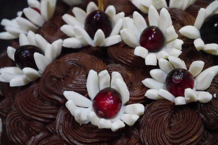 Mr WashiSan Cakes: tutorial Flores de fondant con corazón de arándano