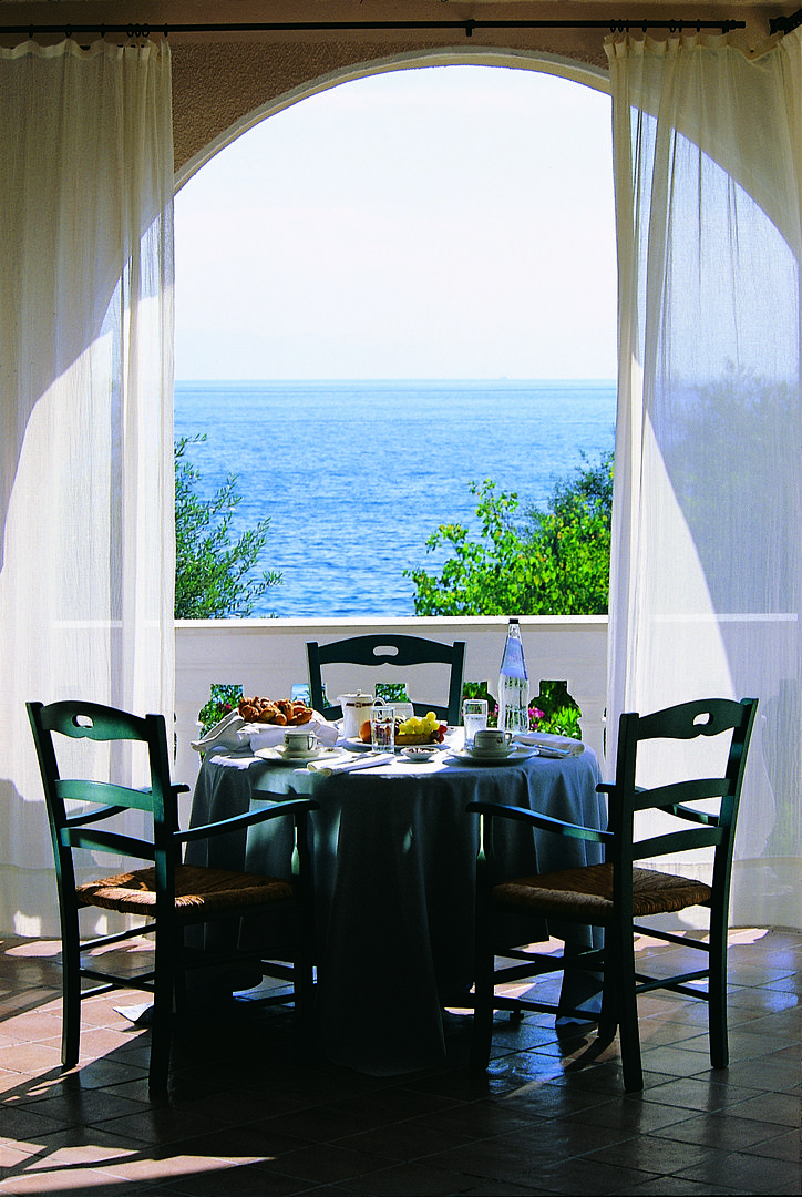 For those who consider good cuisine as an essential element of their vacation in Corfu, Marbella Beach Hotel Corfu offers the following four restaurants.