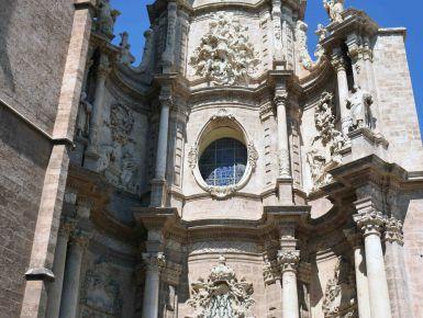 Ho trovato il Graal, è a Valencia! - Camminando per Plaza de la Reina è impossibile non notare la facciata gotica/barocca di questa Chiesa, costruita nel 1200 sui resti di una moschea preesistente, come era d'uso all'epoca della Reconquista dei Re Cristiani.
