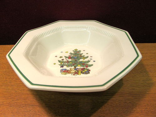 Nikko christmastime 9 quot round vegetable bowl excellent condition