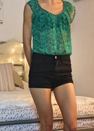 Kaufe meinen Artikel bei #Kleiderkreisel http://www.kleiderkreisel.de/damenmode/blusen/114136538-grun-gemustertes-halb-transparentes-top-von-only