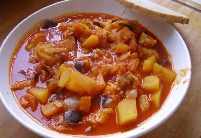 Török zöldséges hús recept képpel. Hozzávalók és az elkészítés részletes leírása. A török zöldséges hús elkészítési ideje: 75 perc