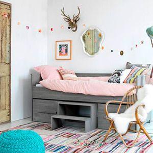 A la hora de empezar a montar y decorar el dormitorio infantil algunas privilegiadas puede disponer de un gran cuarto donde poner toda clase de detalles para los peques, pero pa...