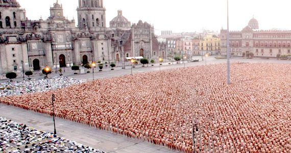 Bogotanos se desnudaron a la lente de Spencer Tunick