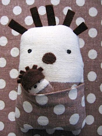 DIY Hedgehog and Baby Softie :: tutorial and pattern: Hedgehogs Softies, Diy Softies, Baby Softies, Baby Teeth, Hedgehogs Crafts, Diy Tutorials, Baby Shower Gifts, Stuffed Animal, Diy Hedgehogs Patterns