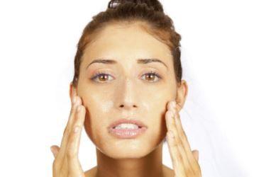 Esfoliação: descubra qual é o melhor tipo para o seu rosto e corpo