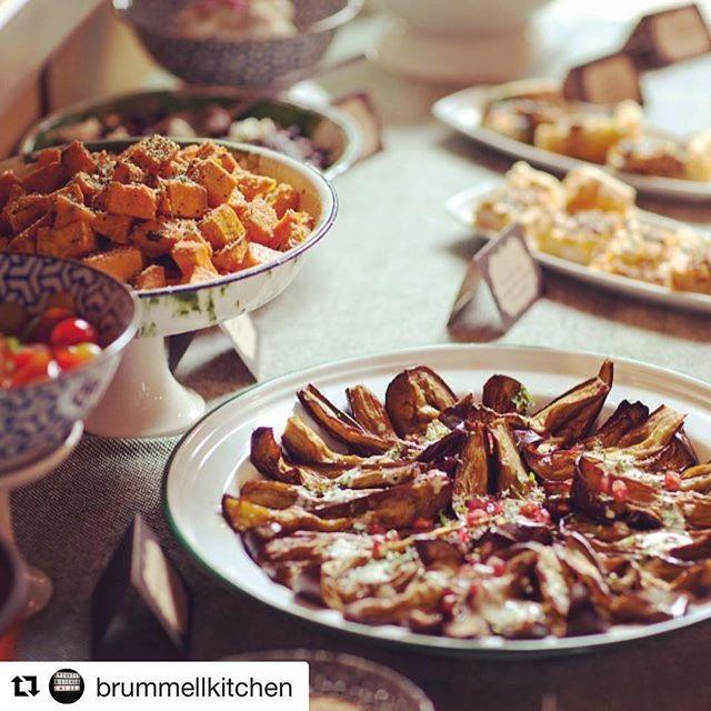 These sunday brunch buffets rock! #Repost @brummellkitchen ・・・ Buffet libre d ensaladas y verduras, huevos con trufa, pastrami, roastbeef, serranito ibérico, bloody mary, vermut jerezano: vente a disfrutar del brunch de brummellkitchen... #brummellkitchen #brunch #brunchtime #hotelesbcn #vermut --#poblesec #hotelesquemolanbcn #hotelesquemolan #foodiesbcn #cocinaconamorbcn