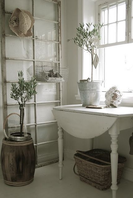 great use of old windowDoors, Decor Ideas, Shabby Chic, White, Old Windows Frames, Cottages, Vintage Windows, House, Country Rustic