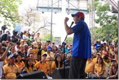 Capriles pidió a parlamentarios de la unidad retomar agenda de las leyes - http://www.leanoticias.com/2013/05/03/capriles-pidio-a-parlamentarios-de-la-unidad-retomar-agenda-de-las-leyes/