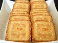 Galletti #Ingredienti 500 gr di farina tipo 00 125 gr di zucchero a velo 110 gr di margarina 130 gr di latte intero 1 uovo intero un pizzico di sale fino 1 bustina di aroma di vanillina 1 bustina di lievito per dolci zucchero semolato q.b. #galletti #ricetta