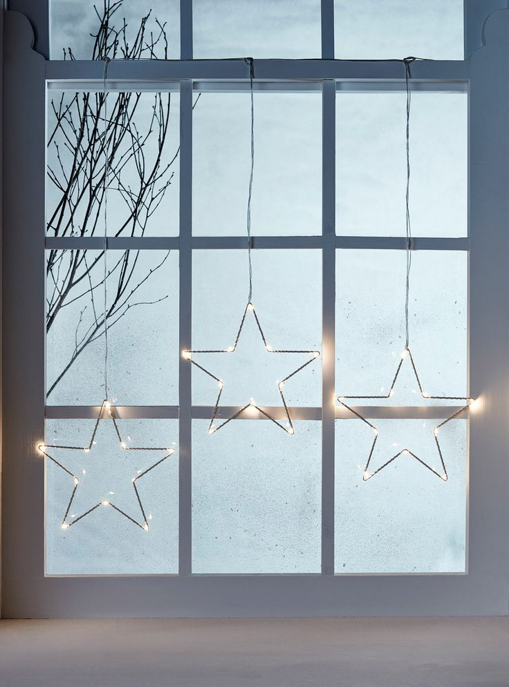 Star of wonder! From windows to walls, our white star trio Christmas decoration introduces a cosy warm white glow wherever it goes. Use the suction cups included or pop a few pins in the frame and your light will be up in no time at all.