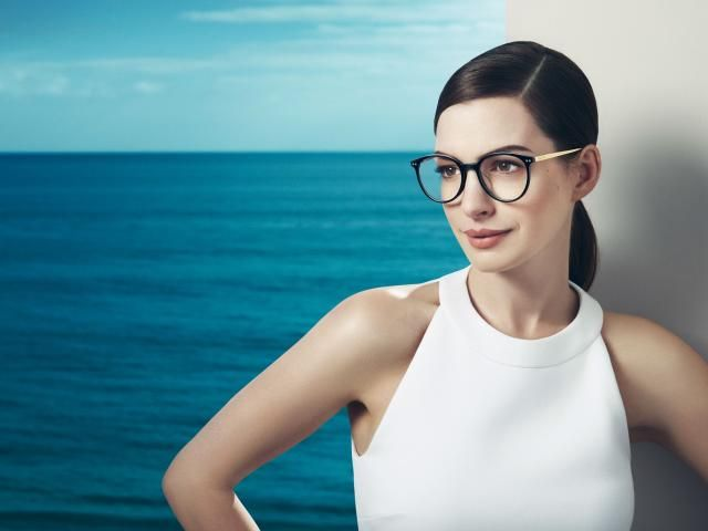 Cute Anne Hathaway In Glasses Wallpaper Hd Celebrities 4k Wallpapers Wallpapers Den Anne Hathaway Actresses Celebrity Wallpapers