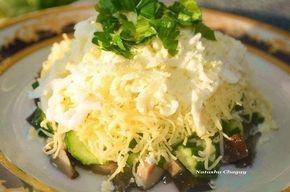 "Салат ""Осенний"" (сыр, яйцо, курица, огурцы, грибы марин., майонез, чеснок)"