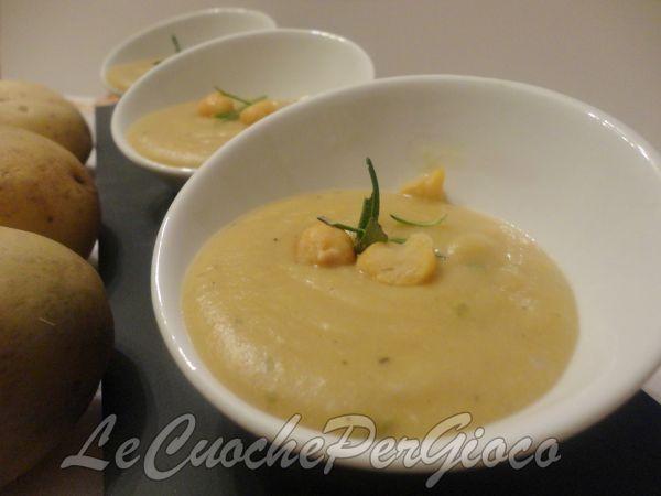 La vellutata di ceci e patate è una ricetta ottima per le serate invernali. E' un piatto nutriente che può essere servito come antipasto o primo piatto.