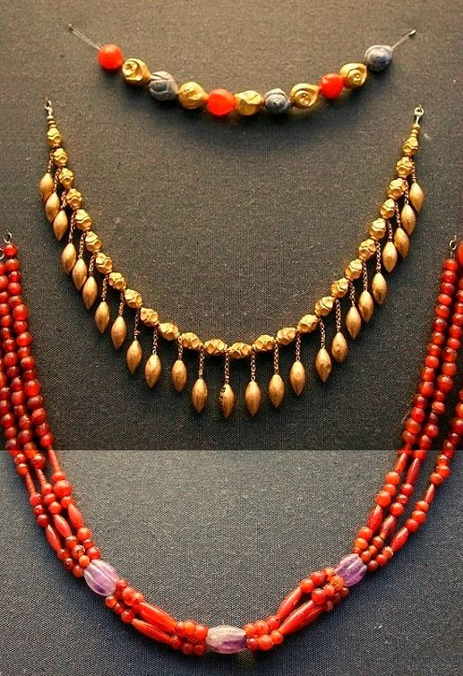 Aegina treasure; Various necklaces from the hoard, made of gold, cornelian and jasper. http://http://en.wikipedia.org/wiki/Aegina_Treasure/