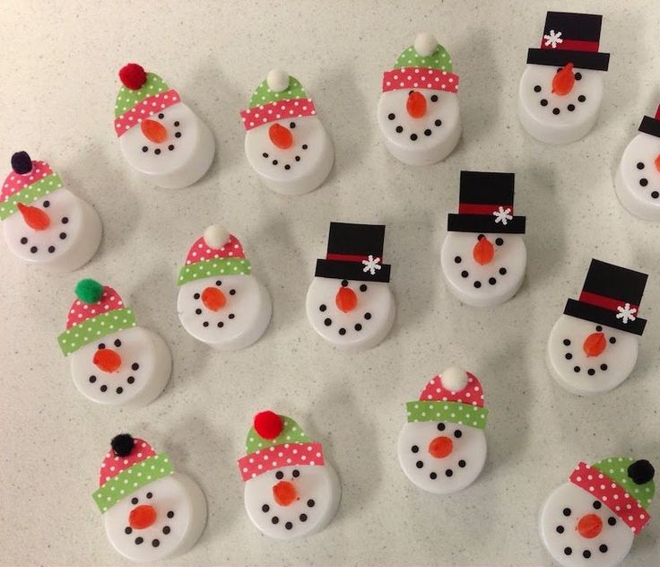 décoration de Noël à faire soi-même - bonhommes de neige en bougies chauffe-plat à LED