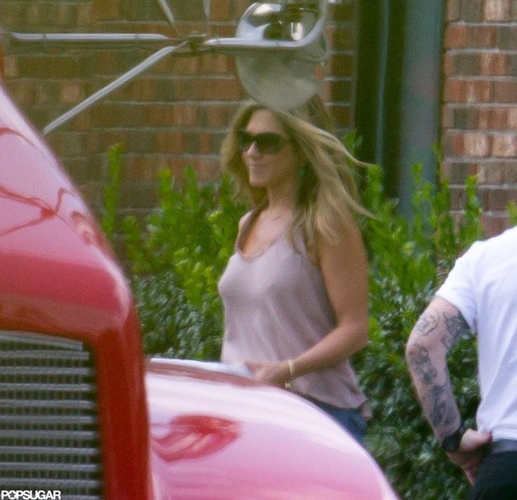 Primele poze cu inelul de logodna a lui Jennifer Aniston!