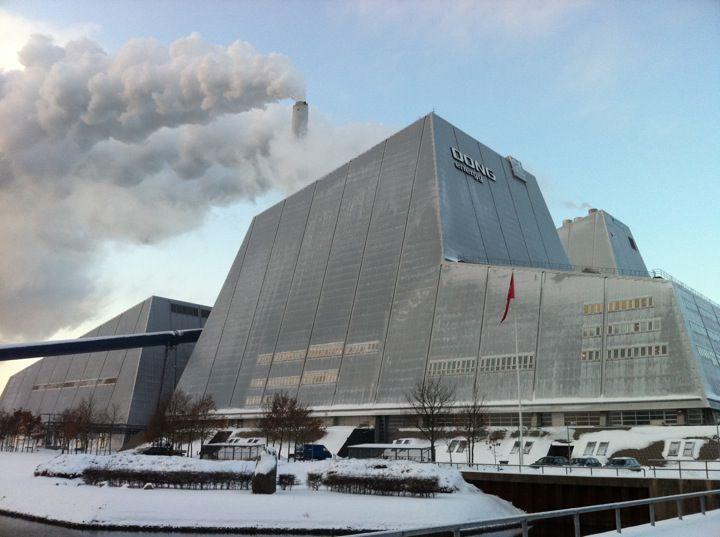 Avedøreværket i Hvidovre, Region Hovedstaden.  Se Besøgstjenesten her: http://www.dongenergy.com/da/forretningsaktiviteter/thermal-power/hvor-vi-er-aktive/bes%C3%B8gstjenesten-thermal-power