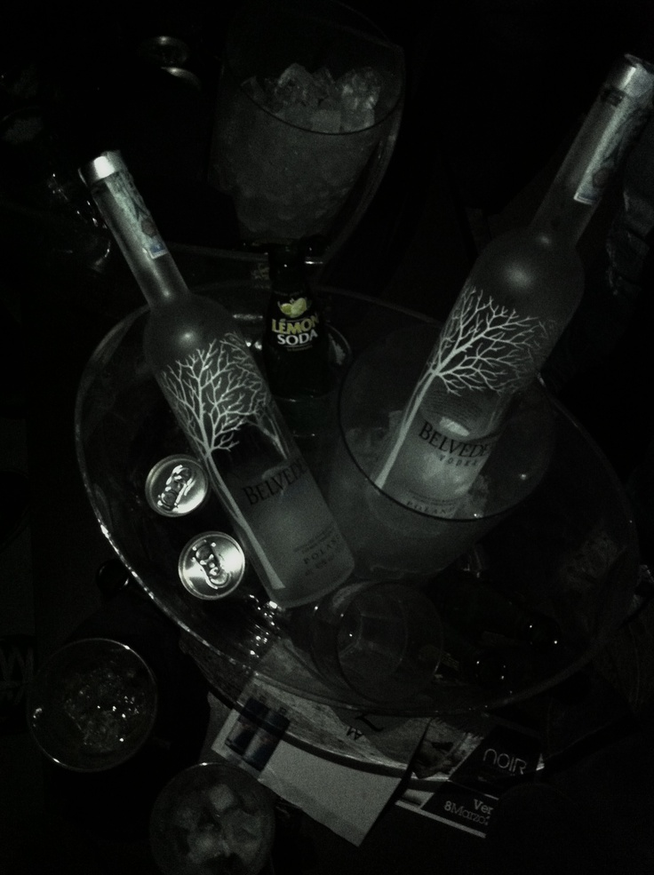 BELVEDERE VODKA Poland / Distilled and Bottled by Polmos Zyrardow in