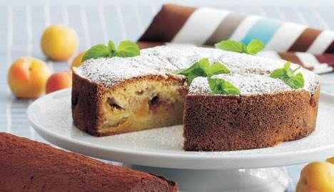 Denne fristende kage kan nydes af alle – også glutenallergikere. Kan du ikke lide abrikoser, kan disse nemt erstattes af blommer eller ferskner.