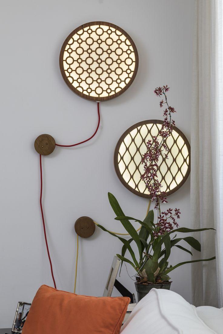 Uma luminária de parede ou uma obra de arte?Independente da resposta, é linda!