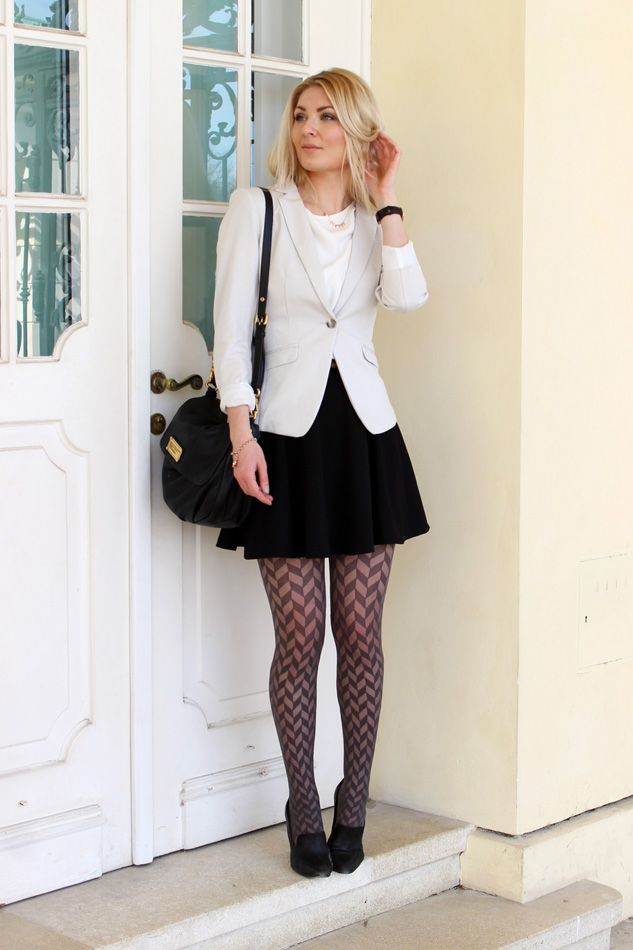 Secret Wardrobe blogger Anna-Maria wearing black and white. Trendy figured tights.